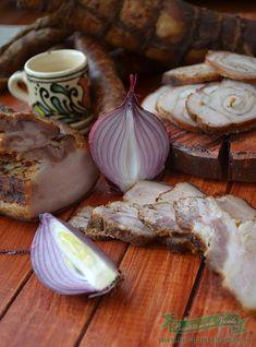 Cel mai bun kaizer afumat pregatit in casa. Romanian Recipes, Romanian Food, Lunches And Dinners, Charcuterie, Hungary, Carne, Poland, Buffet, Cheese