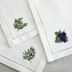 How to Put Together Green And White Summer Table Setting Diy Abschnitt Hand Embroidery Videos, Embroidery Art, Embroidery Patterns, Machine Embroidery, Monogrammed Napkins, Personalized Napkins, Linen Napkins, Summer Centerpieces, Bordados E Cia