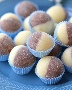 Cake Hacks, Truffle Recipe, Christmas Sweets, Mini Cupcakes, No Bake Cake, Truffles, Baking Recipes, Food And Drink, Biscotti