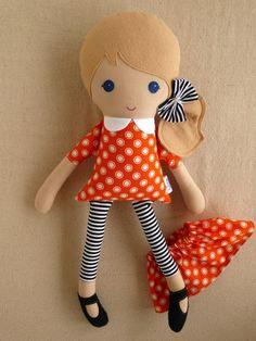 Tela muñeca trapo muñeca rubia pelo en Polka por rovingovine