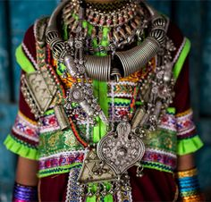 India | Details; Marwada Megwhal Harijan little girl wear colorful embroideries as well as heavy jewellery made of silver in Kutch | ©Anthony Pappone
