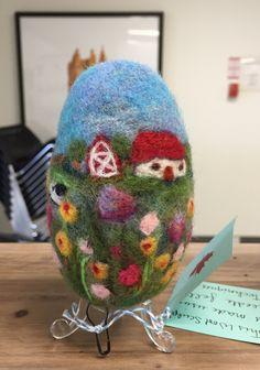 Needle Felted Art Egg, By Saira Jan  from Fibrecraft.ca #fibreart #woolsculpture #fibrecraft #handmade #landscape Fiber Art Jewelry, Jewelry Art, Felt Art, Needle Felting, Egg, Sculpture, Wool, Landscape, Handmade