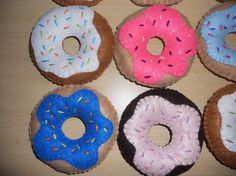 I don't know what I would do with these but I really want to make these felt donuts :)