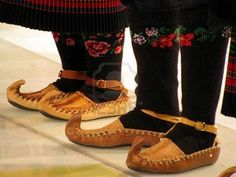 chaussures traditionnelles serbes