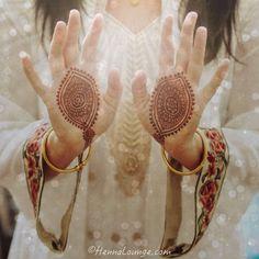geometric palm inspired bridal henna by @HennaLounge <3