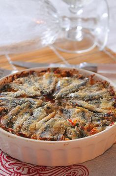 A delicious anchovy pie with tomato, cheese and breadcrumbs. For many other recipes and to see the p Sicilian Recipes, Cooking Recipes, Healthy Recipes, Best Dinner Recipes, Italian Dishes, Fish And Seafood, Fish Recipes, Soul Food, Food And Drink