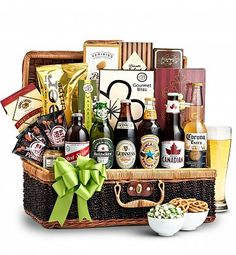 The Craft Beer & Snacks B 6 beers and lip-smackingly good gourmet snacks this basket is sure to impress your old man. Christmas Gifts For Boyfriend, Best Christmas Gifts, Beer Basket, Gift Basket, Hamper Gift, Craft Beer Gifts, Craft Bier, Fashion Bubbles, Gifts For Beer Lovers