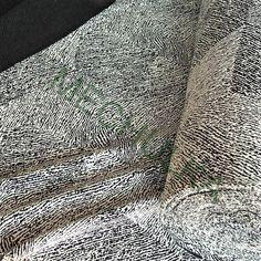 Zebrový vzor elastický pletený žakár, smetanovo-černý žakárový úplet, látka metráž