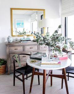 ANTES Y DESPUÉS: Un espacio pequeño con salón, comedor, cocina y zona de trabajo