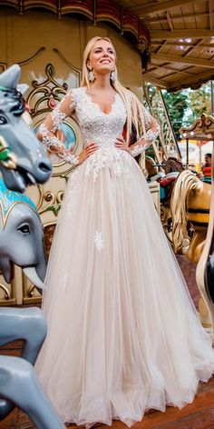 Top 20 Long Sleeves Wedding Dresses for 2019 is part of Wedding A long sleeve wedding dress is a great idea for a fall, winter or early spring wedding to feel warm during an outdoor ceremony or outd - Early Spring Wedding, Summer Wedding, Dream Wedding, Wedding Week, Long Sleeve Wedding, Wedding Dress Sleeves, Lace Dress, Lace Bodice, Dress Long