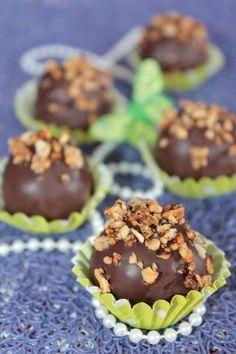 Bniwen gâteau algérien Biscuit Cake, Biscuit Cookies, Sweets Recipes, Cake Recipes, Eid Cake, Biscuits, Algerian Recipes, Algerian Food, Oreo Cheesecake