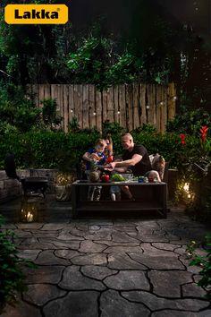 Puurarhasta on moneksi ja ympäristön saa usein uudelle tasolle pienellä vaivalla.  Lakka Loimuliuskekivi 80 yhdistää luonnon satunnaisuuden innovatiiviseen muotoiluun. Vain yhdellä laattakoolla kiveyksen asentaminen on helppoa ja lopputulos on kauniin luonnollisen näköinen.  #puutarha #patio #lakka #pihakiveys Witchy Garden, Garden Spaces, Dream Garden, Outdoor Furniture, Outdoor Decor, Outdoor Spaces, Terrace, Yard, Luxury