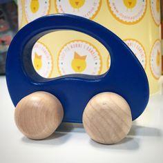 I giochi Goki sono prodotti nel rispetto per l'ambiente e con un approccio responsabile alle risorse naturali, utilizzando manodopera adulta secondo il più stretto rispetto dei diritti umani. Beats Headphones, Over Ear Headphones, Wooden Toys, Environment, Wooden Toy Plans, Wood Toys, Woodworking Toys