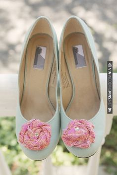 green wedding shoes with pink shoe clips | CHECK OUT MORE IDEAS AT WEDDINGPINS.NET | #weddingshoes