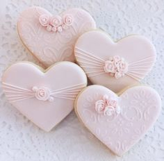 "Hearts and Roses. You've got to love ""Cookie Connection"". Fancy Cookies, Iced Cookies, Cute Cookies, Cupcake Cookies, Sugar Cookies, Wedding Shower Cookies, Wedding Cake Cookies, Biscuit Wedding Favours, Heart Shaped Cookies"