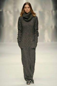 Серый шик парижских улиц. Платья спицами