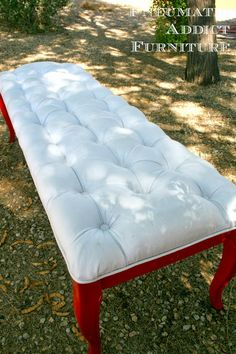For us -- DIY Tufted Bench for the futur guest table Tufted Bench, Bench Cushions, Decor Crafts, Diy Home Decor, Diy Crafts, Diy Furniture Redo, Upscale Furniture, Furniture Ideas, Diy Bench
