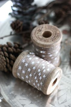Wrap left over ribbon onto wooden spools Noel Christmas, Rustic Christmas, Winter Christmas, Christmas Crafts, Christmas Decorations, Natural Christmas, Christmas Ribbon, Christmas Colors, Little Mercerie