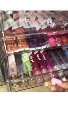 lip gloss collection p i n : Glitter Lip Gloss, Diy Lip Gloss, Clear Lip Gloss, Glitter Lips, Best Lip Gloss, Lip Gloss Set, Schul Survival Kits, Gloss Labial, Lip Gloss Homemade