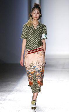 Stella Jean Ready-to-Wear Spring 2017 Look 22 Stella Jean, Petite Fashion Tips, Fashion Tips For Women, Women's Summer Fashion, Fashion 2020, Estilo Hippie, African Fashion, Ankara Fashion, African Style