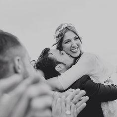 Mis mejores sonrisas siempre son contigo... #julieybrunosecasan #cuentibodas // Foto de @raquelbenito_ // www.bodasdecuento.com