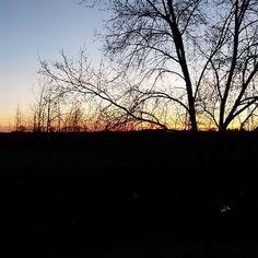 Buongiorno dai che si sta svegliando anche il sole @gloriavanni @luka.borghi @blogghidee @ideedituttounpo #buongiorno #buongiornouncazzo #cielos #soleonfire #svegli #sveglia by moto39sas