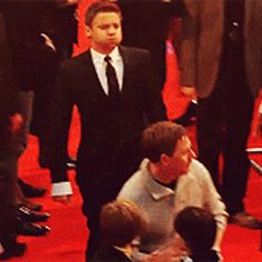 Holy hopping hell-bunnies, its Jeremy Fucking Renner doing whatever he wants to on the red carpet! Love this gif. #bb-8 #spherobb8 #bb8 #starwars #friki