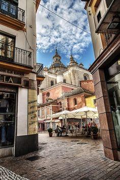 de la Barra photography, honeymoon ideas, honeymoon in Europe, Plaza del Pan, Sevilla, Spain.