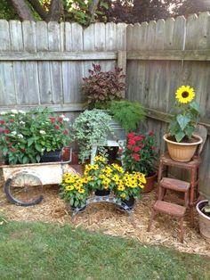 39 Creative Spring Flowers Ideas To Your Garden Design - 0001 Haus - Zaun - Treppen - Garten Small Backyard Landscaping, Front Yard Landscaping, Corner Landscaping Ideas, Backyard Privacy, Mulch Landscaping, Country Landscaping, Desert Backyard, Landscaping Contractors, Fun Backyard