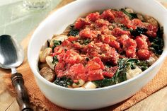 Butter beans with spinach and herbs Chef Recipes, Greek Recipes, Spinach Casserole, Butter Beans, Fava Beans, Food Categories, Healthy Cooking, Green Beans, Stuffed Peppers