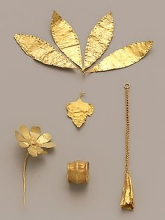 Hairpin in the shape of a flower. Gold flower Period:Early Minoan II–III Date:ca. Culture:Minoan Medium:Gold Dimensions:Other: 1 x in. Jewelry Art, Gold Jewelry, Jewelry Design, Gold Gold, Gold Leaf, Ancient Jewelry, Antique Jewelry, Viking Jewelry, Minoan Art