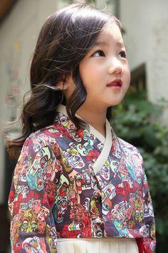 New baby girl korean cute Ideas Korean Traditional Clothes, Traditional Fashion, Traditional Dresses, Korean Babies, Asian Babies, Korean Girl, Korean Dress, Korean Outfits, Modern Hanbok