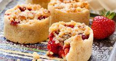 Jordgubbspaj, muffinsform, vaniljsås