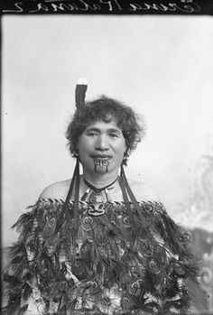 Incredible portraits of Maori women from the National Library of New Zealand. Polynesian People, Polynesian Culture, Maori People, Tribal People, Metal Sculptures, Bronze Sculpture, Wood Sculpture, Maori Tribe, Maori Designs