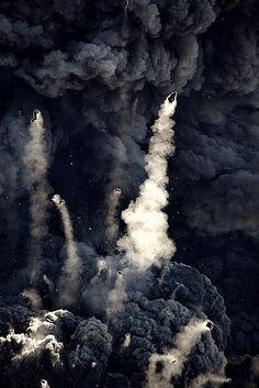bomby wulkaniczne wyrzucane podczas erupcji - powyżej 64 mm średnicy, ale mogą osiągać wielkość, biurka, samochodu, kiosku, a nawet domu. mniejsze okruchy ( 2 - 64 mm) to lapille.