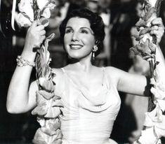 Libertad Lamarque, argentine actress and tango singer <3 Libertad Lamarque, actriz y cantante argentina.