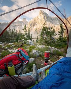 Woke up in the Sawtooths, made some oatmeal in bed @hydroflask @cotopaxi @coalatree