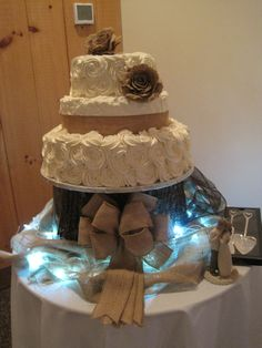 Beautiful rustic wedding cakes with frosting roses