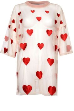 Topshop - https://m.fr.topshop.com/fr/tsfr/produit/oversized-heart-embroidered-t-shirt-by-glamorous-7427157