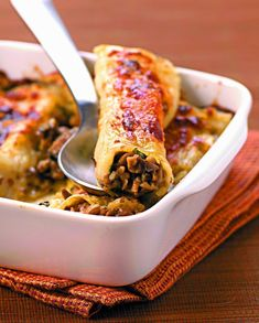 Italian Recipes 74294 With button mushrooms and parmesan, this cannelloni recipe is delicious! Healthy Dinner Recipes, Vegetarian Recipes, Crockpot Recipes, Cooking Recipes, Pasta Recipes, Cannelloni Recipes, Batch Cooking, Italian Recipes, Stuffed Mushrooms
