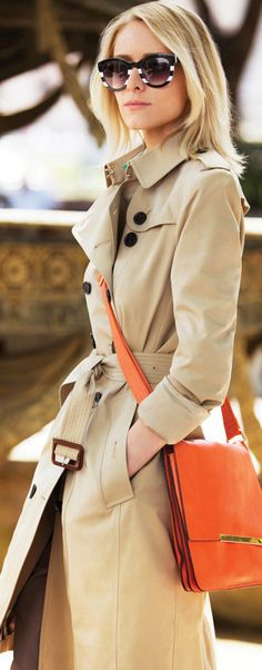 A great cross-body bag marries form and function. The trick is to find the smallest one that can really fit all of your necessary stuff; otherwise it can get too heavy and be a real pain in the neck. In-person or virtual Presenting Your Best You style sessions available. www.meredethmcmahon.com #imageconsulting #personalbranding