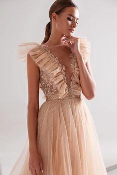 Glam Dresses, Pretty Dresses, Fashion Dresses, Formal Dresses, Fashion Clothes, Fashion Fashion, Fashion Ideas, Chiffon Dresses, Long Dresses