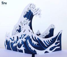 Carte pop-up : La Grande Vague de Kanagawa, Hokusai Fine Paper, Paper Art, Paper Crafts, Japanese Gifts, Japanese Art, Hokusai Great Wave, Great Wave Off Kanagawa, Doctor Who Tardis, Pop Up