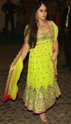 Sara Ali Khan: Daughter of Saif Ali Khan and Amrita Singh, the very beautiful Sara Ali Khan is being touted as the next big thing in Bollywood. Bollywood Stars, Bollywood Fashion, Abaya Fashion, Indian Fashion, Saif Ali Khan, Kurta Designs Women, Blouse Designs, Beautiful Bollywood Actress, Beautiful Actresses