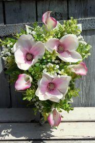 Kompozycja kwiatowa na wianku-dekoracja na cmentarz,na grób,na Wszystkich Świętych Magnolia, Floral Wreath, Wreaths, Plants, Decor, Floral Crown, Decoration, Door Wreaths, Magnolias