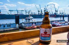 Der Hafen, die Elbe, große Pötte, Kräne und Astra - mehr Hamburg auf einem Foto zu vereinigen ist schwierig ;)