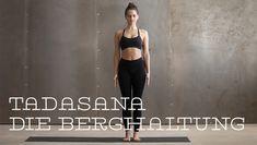 """Einfach so da stehen, in der Berghaltung. Wer glaubt, Tadasana sei eine der einfachsten Übungen, irrt. Die meisten Menschen haben Haltungsschäden und Fehlstellungen im Körper. Oft auch oder besonders dann, wenn sie """"einfach nur"""" stehen."""