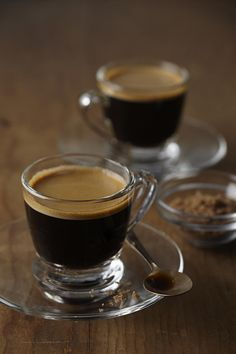 Great ways to make authentic Italian coffee and understand the Italian culture of espresso cappuccino and more! Espresso Coffee, Coffee Cafe, Black Coffee, Coffee Drinks, Italian Espresso, Coffee Tin, Coffee Shops, Starbucks Coffee, Coffee Tables
