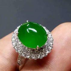 Natural Green Jadeite Ring 18K White Gold Diamond