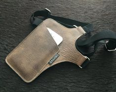 IPhone holster bag TINY shoulder holster bag for Sacoche Holster, Iphone Holster, Leather Halter, Bag Women, Leather Phone Case, Leather Skin, Leather Projects, Rubber Bands, Leather Working